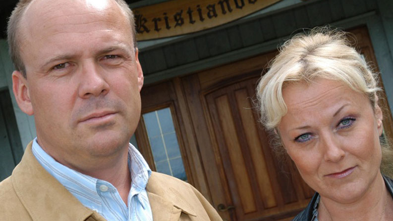 Lena Ranehag og meg foran kårboligen på Orderud gård i 2003.